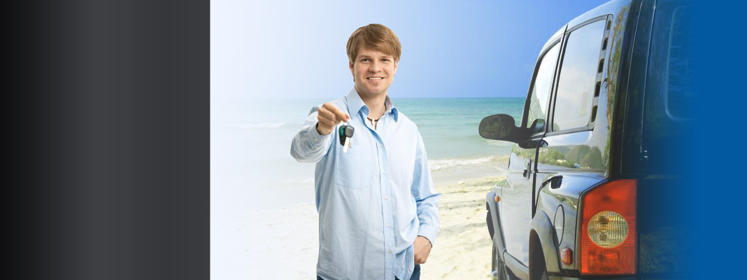 Man holding keys who can drive again after completing ADI course with EasyADI.com